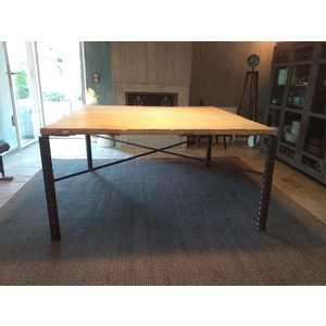 Tavolo artigianale in ferro con tavola di pino invecchiato
