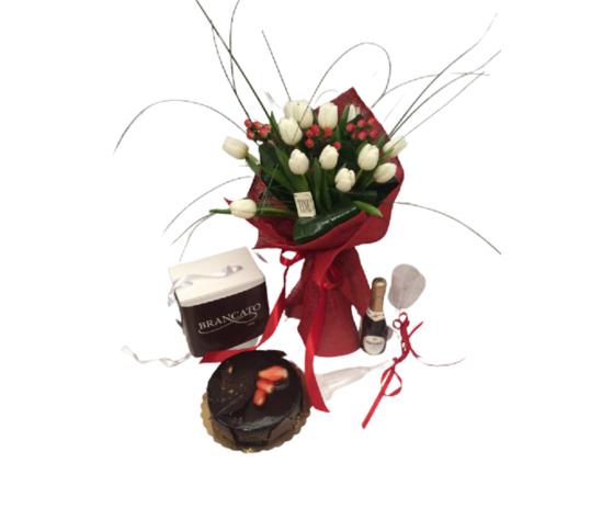 Bouquet tulipani bianchi bacche rosse con torta don camillo prosecco e 2 flute %e2%82%ac 100