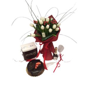 bouquet tuilipani bianchi bacche rosse con torta don camillo prosecco e 2 flute