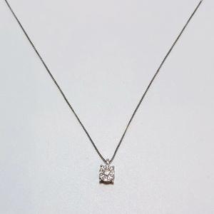 Collana punto luce con contorno di diamanti in oro bianco 18 kt