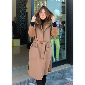 Cappotto cammello con cappuccio ampio