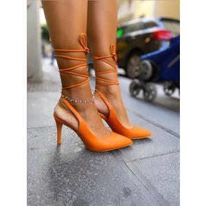 dècolletè   ecopelle  con laccio alla caviglia. Tacco a stiletto 9 cm.