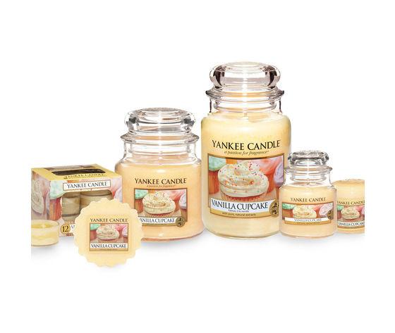 Yankee candle vanilla cupcake large jar candle jars 035142 hi res 2
