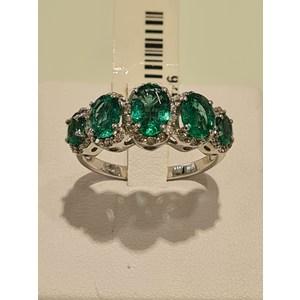 anello in oro 18 carati con smeraldi e diamanti