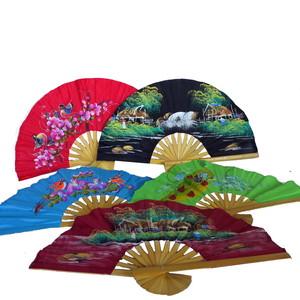 Gecas Regali dal mondo Set di 5 VENTAGLI Bambu Stoffa Colori E Disegni Assortiti 30x30 CM.