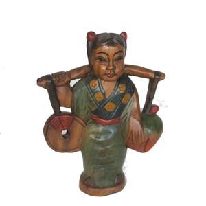 Gecas Regali dal mondo Statua Giapponese con Cocco. Misura H.30 cm.