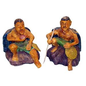 Gecas Regali dal mondo Statue CONTADINI SEDUTI H.30 CM.