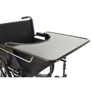 Tavolino con incavo regolabile per carrozzina