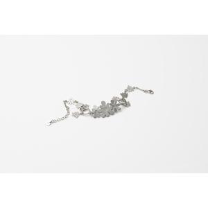 Bracciale con fiori in argento