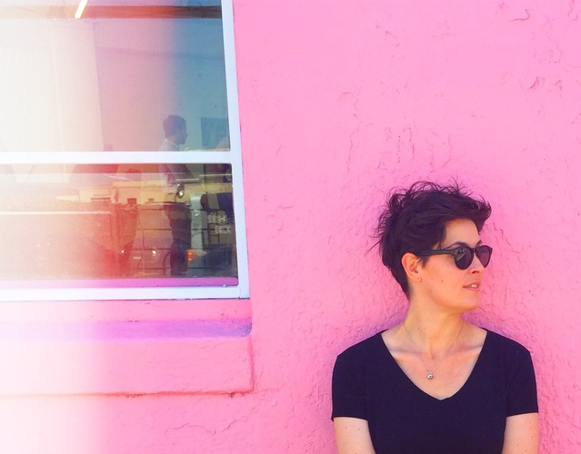 Portrait against a pink wall t20 3eew69