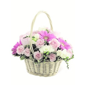 cesto con rose e gerbere
