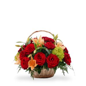cesto rose rosse e fiori di stagione