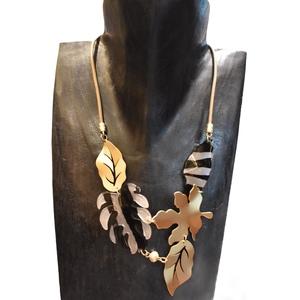 Collana oro satinato elegante e versatile