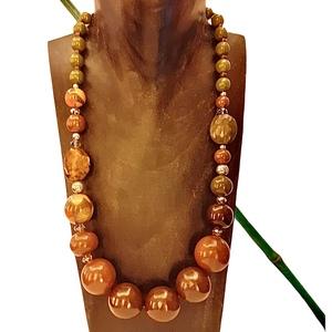 Collana in legno con sfere dai toni caldi