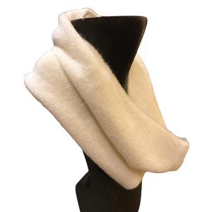 Collo in lana, pratico, comodo e caldo. Made in Italy
