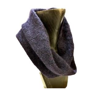 Collo in lana, blu, pratico, comodo e caldo. Made in Italy