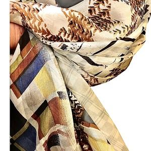 Sciarpa in seta, fantasia geometrica, ampia e avvolgente