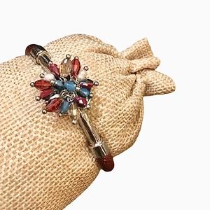 Braccialetto rosso con bouquet di luminose perline