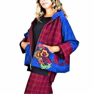 Giacca corta in lana con cappuccio