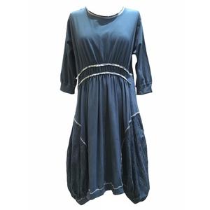 Vestito strutturato con gonna ampia