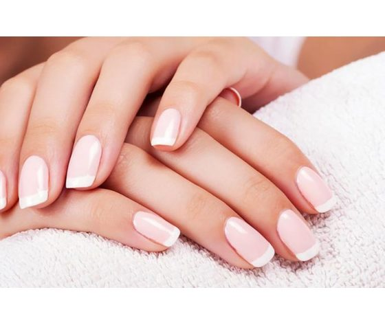 French manicure 702x459