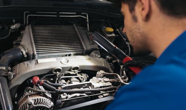 Professional mechanic repairing car engine 47amp2f