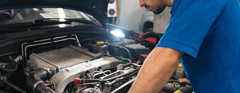 Professional mechanic repairing car hl3skvs