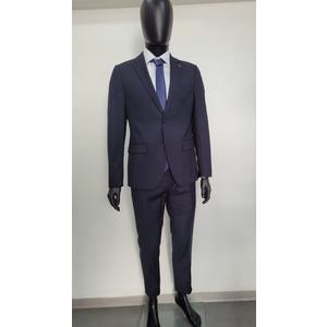 Abito completo composto da pantalone giacca camicia e cravatta