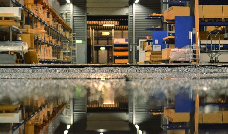 Hardware store and water reflection 6z5fb4g
