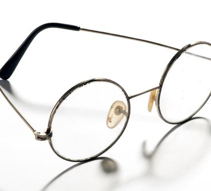 Pair of classic round vintage eyeglasses pv23aau