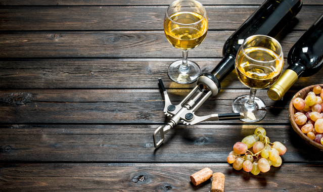 Wine background white wine with grapes f3smqr7