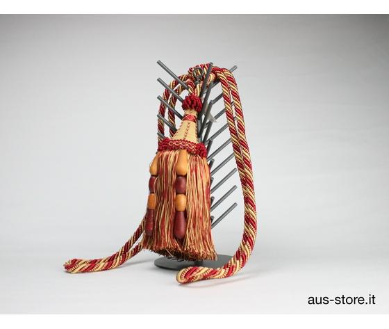 Bracciale porta embrasse con fiocco decorativo di fattura straordinaria realizzati da azienda manifatturiera spagnola.Ideale per dare un tocco di classe alla vostra casa raccogliendo in modo elegante le vostre tende