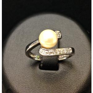 Anello Oro Bianco Perla e Diamanti