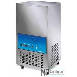 Refrigeratore d'acqua 150 l. per ora cap. vasca 200 l.