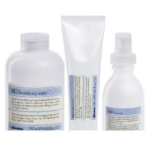 Shampoo nutriente +latte protettivo con filtro solare + maschera+ bag termica. Inoltre, con l 'acquisto del kit, donerai 1 Euro a favore di Legambiente per  la salvaguardia delle tartarughe.