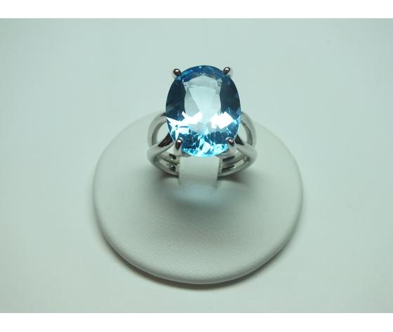 Anello con Topazio azzurro in argento