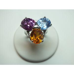 Anello in argento con 3 pietre fantasia