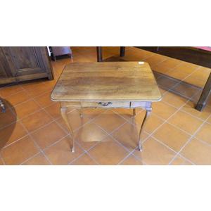 Tavolino con gambe a sciabola - Restaurato