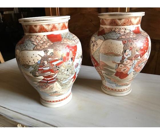 Elegante Coppia di Vasi in porcellana di gusto orientale