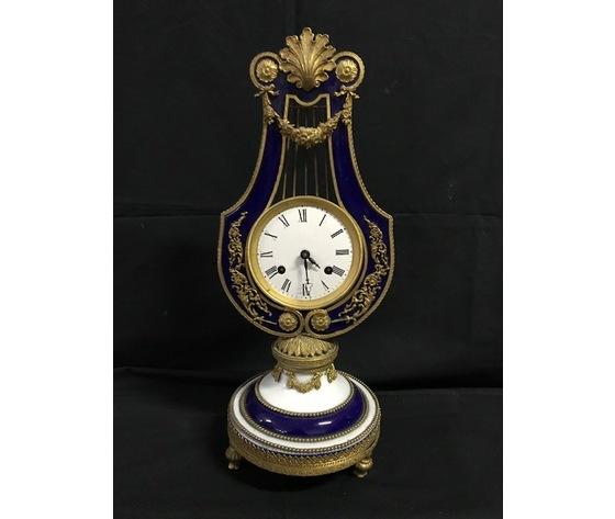 Elegante Orologio Impero in Porcellana di Limoges