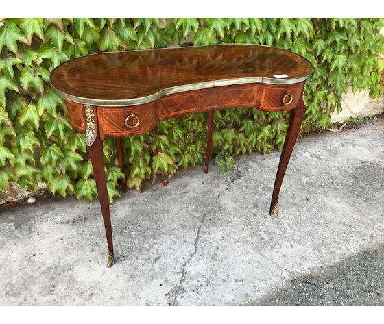 Elegante Tavolino Luigi XV a Fagiolo - Restaurato (in corso d'opera)