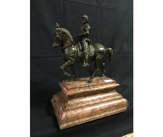 Importante Statua in Bronzo Raffigurante Cavaliere a Cavallo