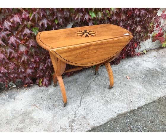 Elegante Tavolino Ovale Carlo X in Noce Biondo - Restaurato (in corso d'opera)