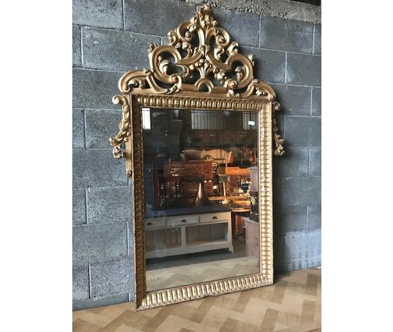 Elegante Specchiera con Cimasa Dorata a Foglia - Restaurata (in corso d'opera)