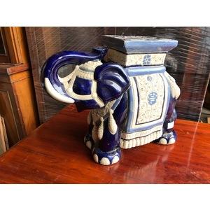 Elefante in Ceramica di gusto Orientale