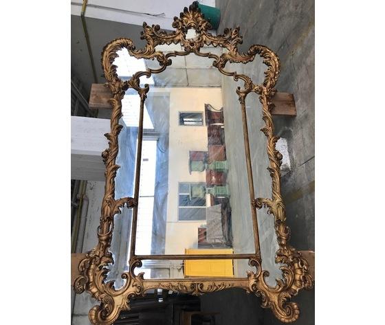 Elegante Specchiera in legno e pastiglia dorata a missione - Restaurata (in corso d'opera)