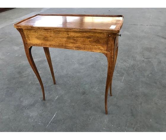 Elegante Tavolino Travajeuse Luigi XV in Noce - Restaurato (in corso d'opera)