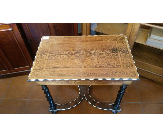 Antico e Bellissimo Tavolino a Torciglione Intarsiato