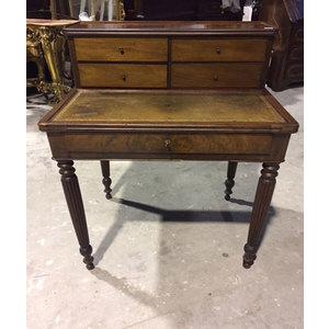 Tavolino/scrittoio con alzata. In mogano  Piano in pelle verde - Restaurato (in corso d'opera)