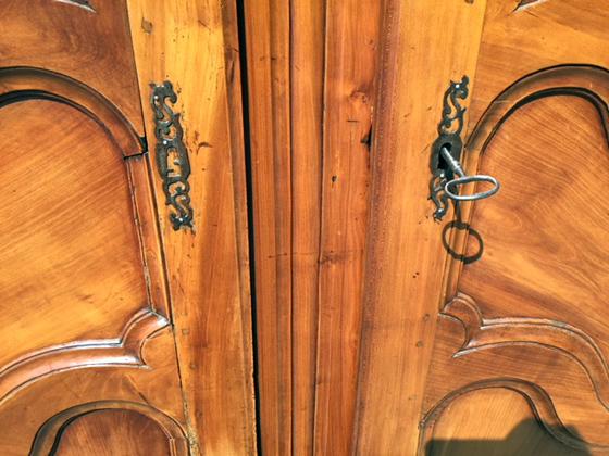 Armadio Antico 2 Ante : Antico armadio provenzale in ciliegio a ante francese
